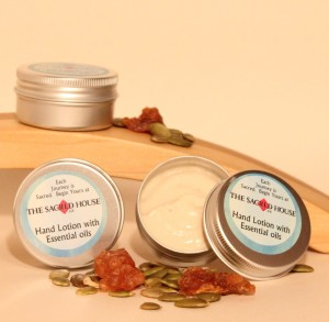 HAND LOTION WITH ESSENTIAL OILS OF MYRRH, HONEY MYRTLE AND LITSEA